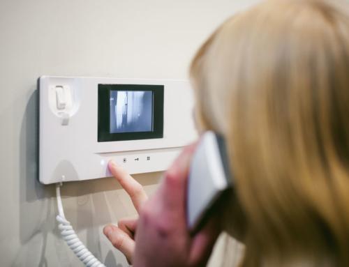 Een videofoon biedt extra comfort en veiligheid aan bewoners